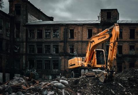Statinių nugriovimas ir statybvietės paruošimas